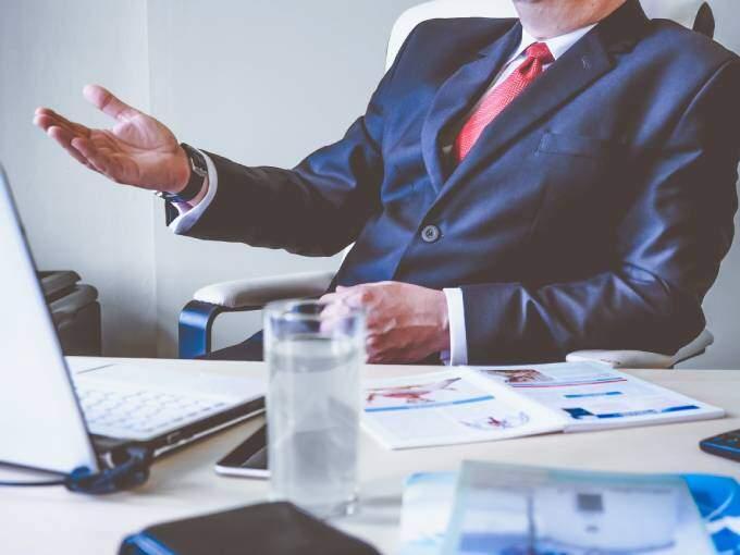 Person som förklarar olika roller som HR-partner | KFX